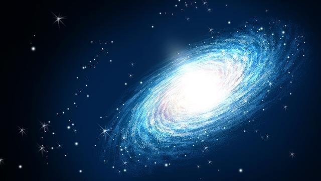 El Dios verdadero que creó los cielos y la tierra y todas las cosas ¿es uno o tres?