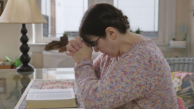 La hija se encontró que tuvo un quiste pancreático, y vio un milagro debido a su confianza en Dios