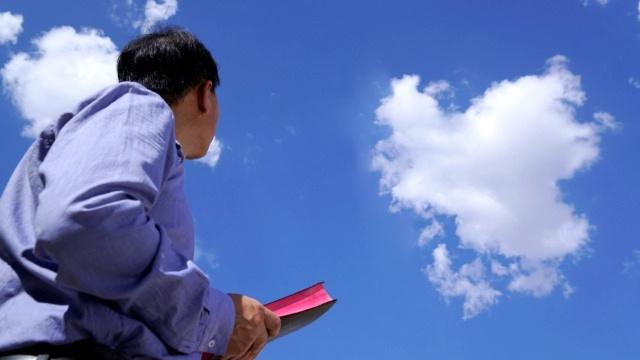 Respecto al recibimiento del regreso Cristo, ¿por qué no se puede mirar al cielo?